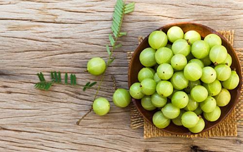 فواید آمه یا انگور فرنگی هندی برای رفع سفیدی مو