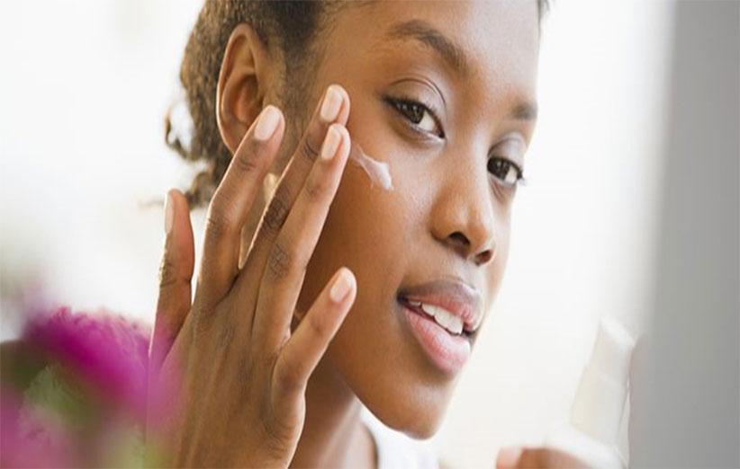 بررسی اثرات کرم ضد آفتاب بر روی جوش صورت
