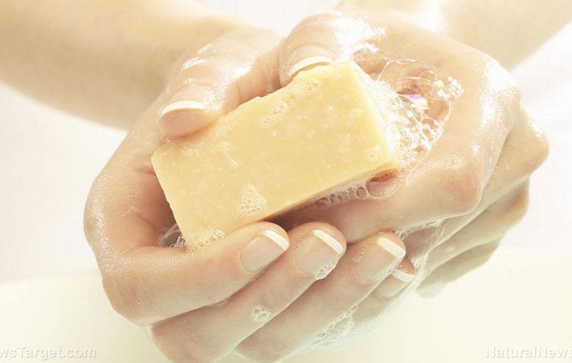 چرا نباید از صابون استفاده کنیم؟ مضرات صابون برای پوست