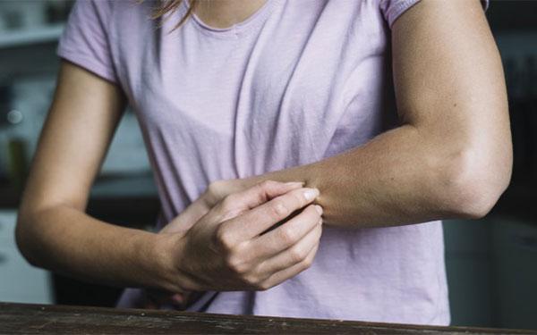 کرم مرطوب کننده برای پوست های خشک